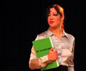 """Inés Burdow bei einer Lesung von """"Die Unvollendete"""" (Quelle: www.ines-burdow.de)"""